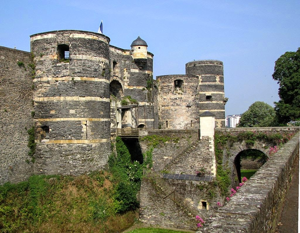 """""""Chateau angers"""" autorstwa Nicolas Grandjean - Praca własna. Licencja CC BY-SA 3.0 na podstawie Wikimedia Commons."""